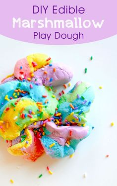 Kids will enjoy making their own colors of DIY edible marshmallow play dough! It tastes similar to fondant and it's fun to squeeze and shape. Homemade marshmallow play dough is a great afternoon senso Marshmallow Playdough, Marshmallow Activities, Homemade Marshmallows, Edible Sensory Play, Edible Slime, Sensory Kids, Edible Play Dough, Edible Crafts, Food Crafts