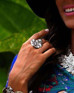Confira anéis banhados a prata envelhecida e ajustáveis!!  https://www.hazineacessorios.com.br/acessorios-femininos/anel/anel-grande-folha #hazinetop #hazineacessorios #boho #bohochic #bohostyle #gypsy #gypsystyle #mood #acessorios #bohemianchic #rings #earrings #anel #maxianel #bohemianstyle #gargantilha #colar #pulseira #bracelete #tornozeleira #fashion #trend #clutch #chapéu #maxicolar #MeuPrimeiroHazine #MeuHazinedosSonhos #blogdaHazine #hippie #hippiechic #tornozeleirahippie…