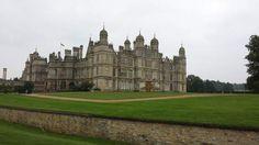 Chef d'oeuvre de style TudorBurghley House, dans le Lincolnshire, est réputée «plus belle demeure de style Tudor d'Angleterre». Autre décor de l'adaptation à l'écran d'«Orgueil et Préjugés», elle compte plus de cent pièces. Dans son parc immense, un petit muret a pour fonction d'empêcher les daims et les cerfs de venir piétiner les pelouses.