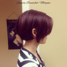 Perfect cut when growing out your short hair! Edgy meets classy!