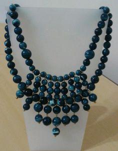Maxi colar azul com contas de resina