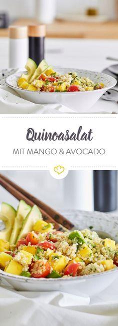 Kürbis-Quinoa mit Spinat und Parmesan - Rezepte 2 - Fresh, light and fruity: the combination of quinoa, cherry tomatoes, avocado and mango make this salad a favorite among satiety salads. Avocado Quinoa, Avocado Salat, Avocado Toast, Quinoa Spinach, Vegetarian Appetizers, Vegetarian Recipes, Superfood, Pumpkin Quinoa, Avocado Dessert