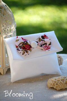Μπομπονιερα φακελος λινος με φλοραλ φιογκο   Blooming Cuff Bracelets, Jewelry, Nice, Jewlery, Bijoux, Jewerly, Jewelery, Bangles, Jewels
