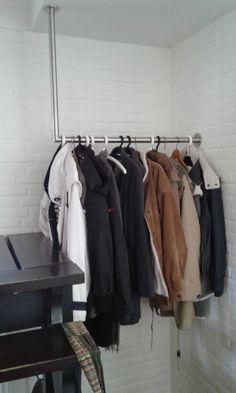 De RVS garderobestang 90 graden past mooi in elk interieur. RVS Land: jouw project begint hier!