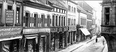 Die Eisenbahnstraße.  Im alten Kaiserslautern war die Eisenbahnstraße von der heutigen Karl-Marx-Straße bis zur Einmündung in die Marktstraße eine der wichtigsten Einkaufsstraßen. Auf beiden Seiten drängten sich Geschäfte und Gaststätten in bunter Vielfalt.