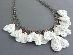 Love up side down, porcelain    Marije Geursen studeerde af in Schoonhoven als edelsmid