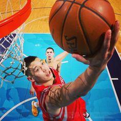 The trademark Jeremy Lin reverse layup