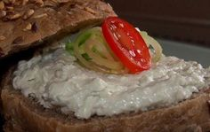 Pomazánka z nivy Sushi, Grains, Lunch Box, Food And Drink, Appetizers, Yummy Food, Healthy Recipes, Meat, Baking