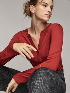 Spring Summer 2017 Women´s CAMISETA LISA ESTILO PANADERA at Massimo Dutti for 299. Effortless elegance!