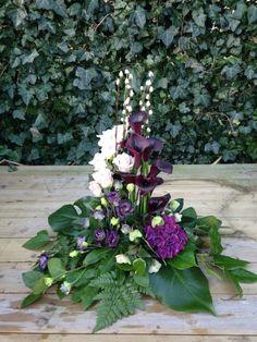 Church Flower Arrangements, Floral Arrangements, Grave Decorations, Cemetery Flowers, Funeral Flowers, Arte Floral, Table Centerpieces, Beautiful Flowers, Floral Design