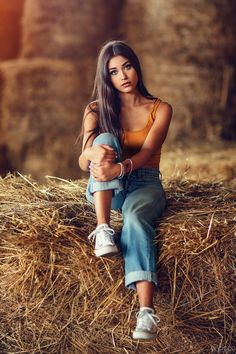 Hay Bales by Alessandro Di Cicco - Photo 171834783 / Country Senior Pictures, Senior Girl Poses, Girl Senior Pictures, Girl Photo Poses, Picture Poses, Senior Pics, Teen Photo Shoots, Senior Posing, Bridal Pictures