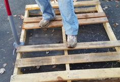 My Repurposed Life. Duckbill Deck Wrecker to dismantle pallets without splitting boards.