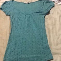 Aeropostale Cute Scoopneck!!! Cute design, this short sleeve, scoop neck Aero tshirt is in great condition, long length, cotton/rayon, very comfy. Great with jeans! Aeropostale Tops