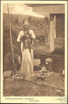 indonesia-BALI-Bratan-Temple-Ceremony-Siva-Priest-20s