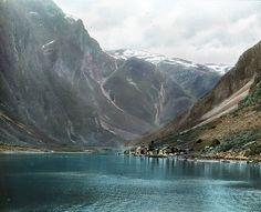 Nærøyfjord in Noorwegen is met zijn lengte van 17 kilometer en minimale breedte van 250 meter een piepkleine, maar daarom niet minder prachtige, fjord.