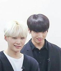 Find images and videos about bts, jungkook and suga on We Heart It - the app to get lost in what you love. Foto Bts, Foto Jungkook, Bts Suga, Bts Taehyung, Namjoon, Bts Meme Faces, Funny Faces, Meme Pictures, Reaction Pictures