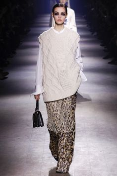 http://www.vogue.com/fashion-shows/fall-2016-ready-to-wear/dries-van-noten/slideshow/collection
