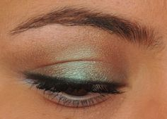 brown with green shimmer #eyes #eyeshadow...but replace the green with purple