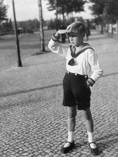 """""""He seems a bit lost but at least he looks cool! """" I love how the shorts are buttoned-up to his sailor shirt. Yes: boys used to wear them. Vintage Boys, Vintage Children, Fashion Pants, Boy Fashion, Beauty Of Boys, Kids Photography Boys, Aesthetic People, Kid Poses, Infp"""