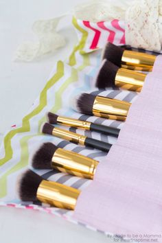 Makeup Brush Roll Brushes on iheartnaptime.com | I hope you enjoy this fun makeup brush roll tutorial!