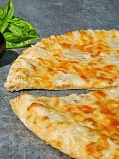 Wil jij gezonde pizza eten? Maak deze koolhydraatarme pizzabodem! De bodem is gemaakt van bloemkool en een stuk gezonder dan de traditionele variant.