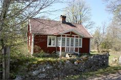 Inspiration summer - 31 cutest crofts throughout Sweden Swedish Cottage, Cute Cottage, Red Cottage, Red Houses, Old Farm Houses, Small Cottages, Cabins And Cottages, Country Cottages, Scandinavian Cabin