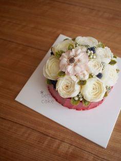 Done by students of BETTER CLASS (베러 심화클래스/Advanced course) www.better-cakes.com . Any inquiries about my class, plz send me email. bettercakes@naver.com #buttercream#cake#베이킹#baking#koreanbuttercream#koreancake#버터크림케익#베러케이크#yummy#flower#꽃#sweet#플라워케익#foodporn#birthday#취미#디저트#foodie#dessert#버터크림플라워케이크#following#food#piping#beautiful#flowerstagram#instacake#pastry#꽃스타그램#공방#instafood#