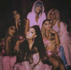 5 Can't-Miss Details From Ariana Grande's Fierce AF 7 Rings Music Video - - The pop star was inspired by a girls' shopping trip with her best friends. Boujee Aesthetic, Badass Aesthetic, Bad Girl Aesthetic, Aesthetic Pictures, Aesthetic Black, Aesthetic Videos, Ariana Grande Fotos, Ariana Grande Birthday, Ariana Grande Pictures
