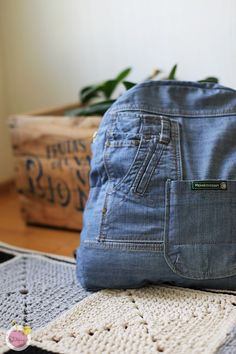 Backpack from old jeans, recycled denim / Farkkureppu