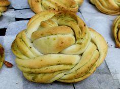 Roselline di pane al pesto, ricetta lievitato salato