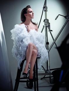 Piel estelar. Para presentar su nueva base, Diorskin Star, la maison francesa eligió otra vez a la bellísima Natalie Portman. Como una diva, la actriz –siempre tan ajena al show off de Hollywood– encarna la elegancia de las grandes femmes fatales del cine. La piel como protagonista, Sensual y misteriosa, para una elegancia que ya es un clásico.