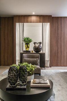Os projetos de Christina Hamoui são caracterizados por bases neutras e materiais nobres, como mármores e acabamentos exclusivos que demonstram o seu estilo