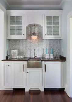 Love the way this pendant is hung! Looks like our Hampton Chain Hung Pendant... | #ButlersPantry #Interiors