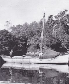 A Towelsail Yawl aka Heir Island Lobster boat in Castletownshend. The towel is visible covering the bow which was erected when at rest. The ... Lobster Boat, Old Irish, Boat Fashion, The Heirs, Sailboat, Boating, Sailing, Ireland, Fishing