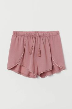 Shorts in airy woven fabric with lace trim. Elasticized drawstring waistband and wrapover legs. Crop Top Und Shorts, Flowy Shorts, Cute Shorts, Comfy Shorts, Modest Shorts, Ripped Shorts, Lounge Shorts, Pink Shorts Outfit, Black Shorts