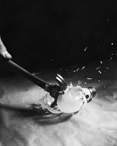 Harold Edgerton: Hammer Smashing Light Bulb, 1933