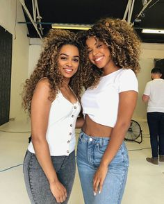 Top 23 Long Curly Hair Ideas of 2019 - Style My Hairs Highlights Curly Hair, Blonde Curly Hair, Colored Curly Hair, Curly Girl, Blonde Natural Hair, Blonde Curls, Natural Hair Tips, Natural Hair Styles, Natural Curls