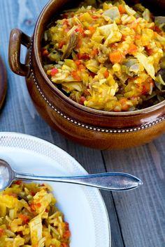 Hønsegryte på indisk vis er en smaksopplevelse! Eksotiske smaker passer fint til høns, og her er en enkel oppskrift på indisk hønsegryte. Paella, Stew, Ethnic Recipes, Food, Meal, Essen, Hoods, Meals, Eten