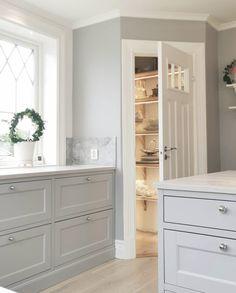 Grey Kitchen Designs, Kitchen Pantry Design, Kitchen Corner, Kitchen Interior, New Kitchen, Kitchen Decor, Handleless Kitchen, Timeless Kitchen, Building A New Home