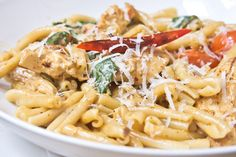 19 Skinny Pasta Recipes with Weight Watchers SmartPoints – The Dish by KitchMe Weight Watchers Pasta, Weight Watchers Lunches, Weight Watcher Dinners, Chicken Pasta Dishes, Italian Pasta Dishes, Pesto, Tortellini, Penne Pasta, Tuna Pasta