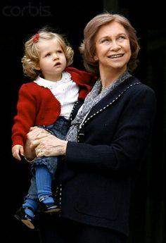 Reina Sofia con su nieta Leonor (Queen Sofia of Spain with her granddaughter Leonor)