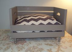 Pet Bed Recycled Wood Y con varios pisos ideal para mis tres.