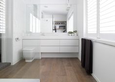 L o v i n g the timber boards in the bathroom. If you're worried, use a quality timber-look vinyl. Sanders & King St Kilda 49 | Est Magazine