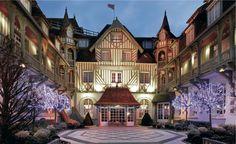 Hôtel Barrière Deauville 5* A Noël cet hôtel mythique chic et charme vous laissera un souvenir inoubliable.