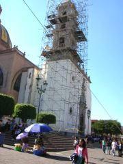 La Piedad. Se remozaba la torre del templo Señor de la Piedad.