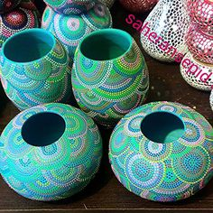 . Dot Art Painting, Mandala Painting, Pebble Painting, Ceramic Painting, Stone Painting, Painting On Wood, Bottle Painting, Bottle Art, Bottle Crafts