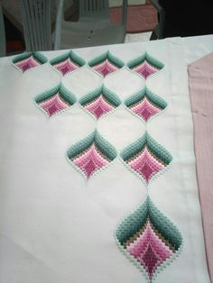 This Pin was discovered by Sat Bargello Patterns, Bargello Needlepoint, Needlepoint Stitches, Hardanger Embroidery, Ribbon Embroidery, Cross Stitch Embroidery, Free Swedish Weaving Patterns, Christmas Embroidery Patterns, Palestinian Embroidery