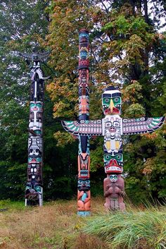 """The totem poles at Brockton Point in Stanley Park, #Vancouver. """"Totem poles in Stanley Park"""" #explorebc #totempole"""