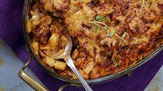 Gruusialaisessa kaalilaatikossa maistuvat reilusti tomaatti ja mausteet. Laatikkoa kannattaa valmistaa kerralla reilu annos. Slow Cooker, Paella, Main Dishes, Curry, Pork, Food And Drink, Beef, Chicken, Cooking