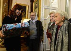 Cristina Fernández de Kirchner recibió en su despacho de la Casa Rosada a un grupo de Madres de Plaza de Mayo de la ciudad de La Plata.